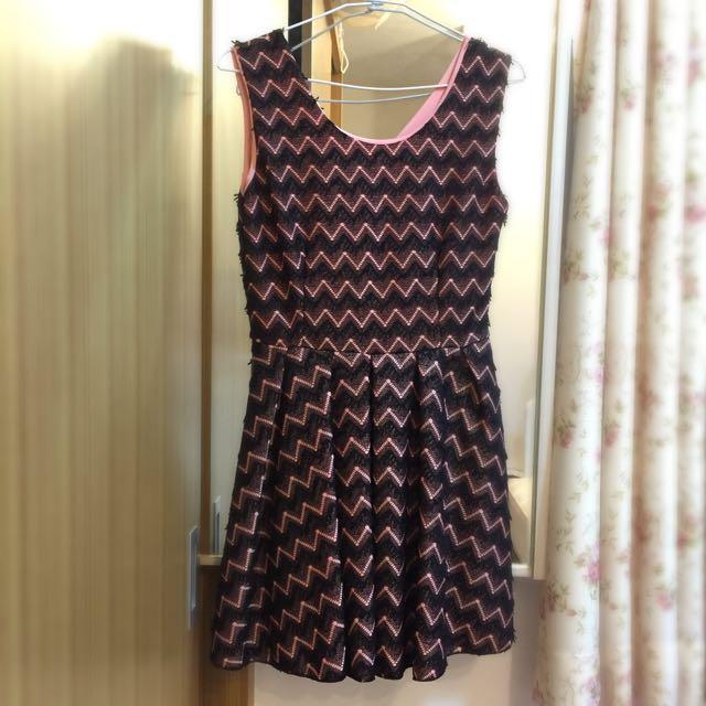 🎀全新 鏤空黑色蕾絲鉤花粉色小禮服 洋裝