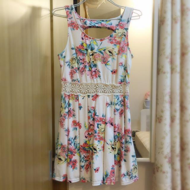 🎀水彩花卉腰間蕾絲簍空 挖背 修身洋裝