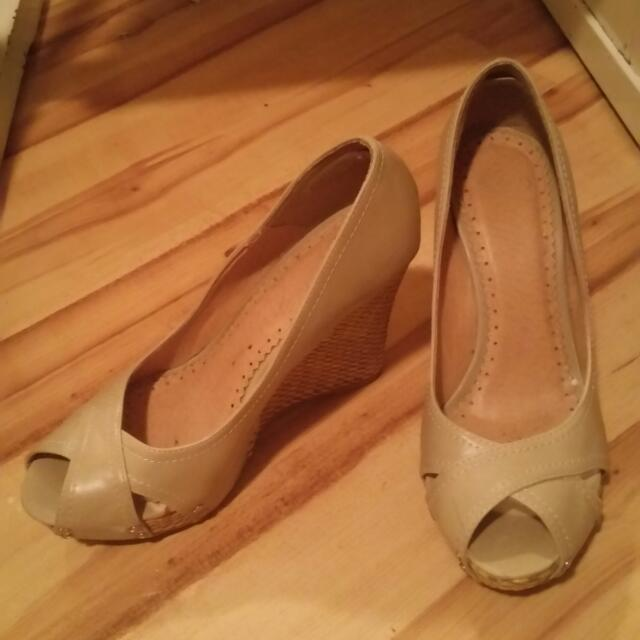 Size 7, Betts Cream Wedges