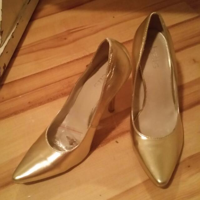 Size 7, Betts Gold Stilettos