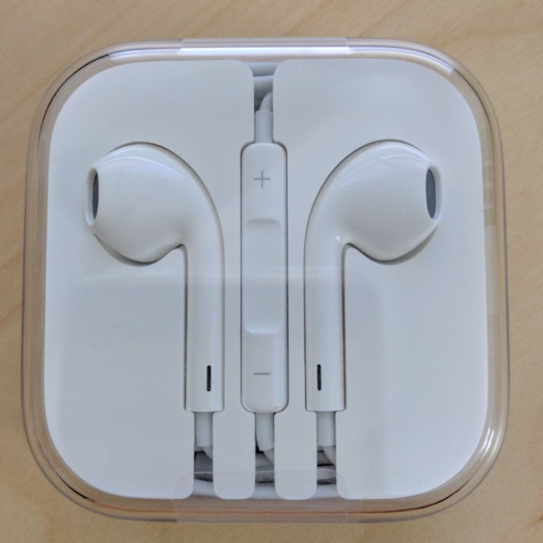 193f2a8e940 BNIB New Original Apple Earphones (100% Authentic) Free Normal Mail ...