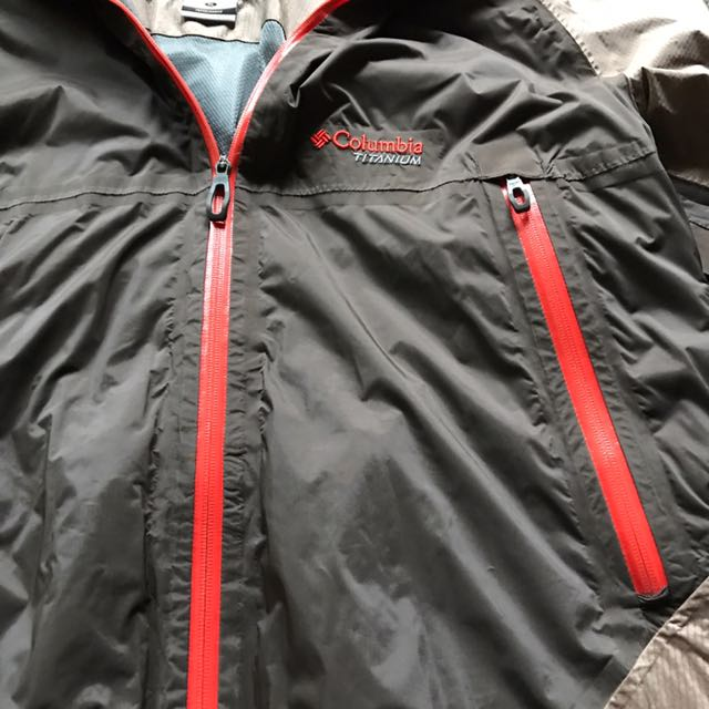 Columbia防水防風外套