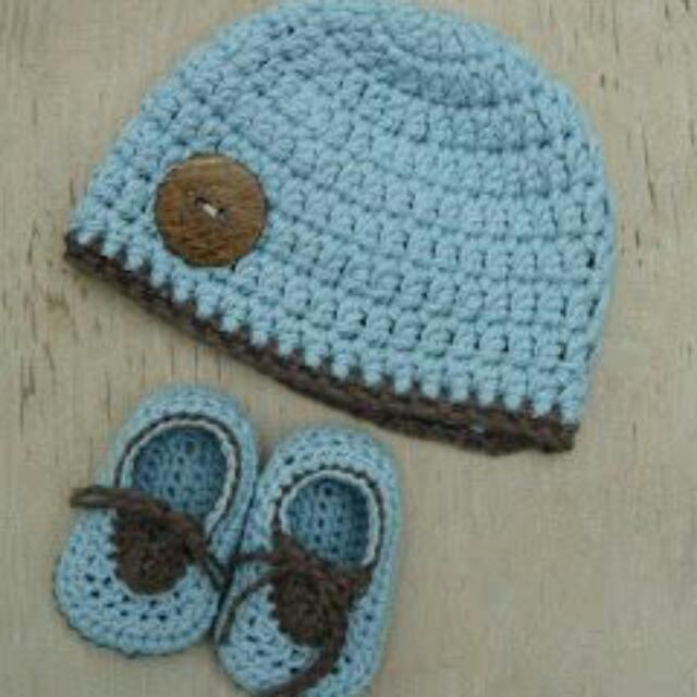 Crochet Baby Shoes And Beanie!