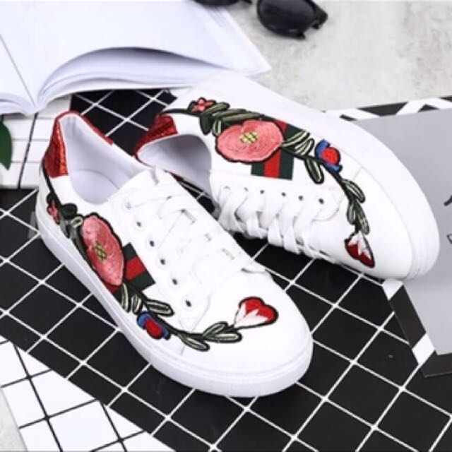 0d1b5a9a34d4 Gucci Roses Embroidered Sneakers❤