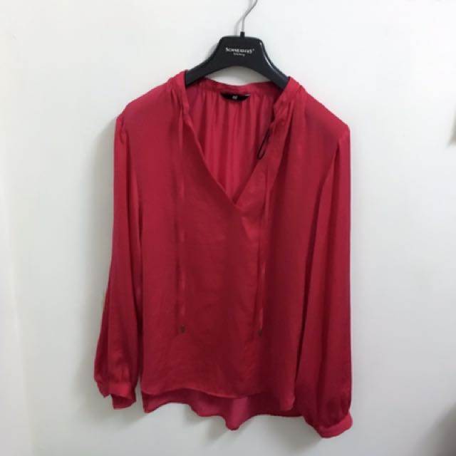 H&M香港購入紅色斯質上衣