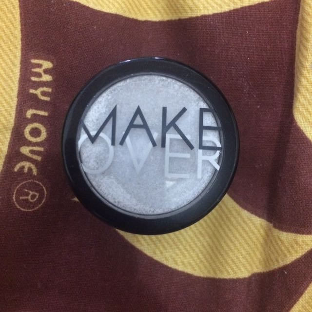 MAKEOVER powder eyeshadow shade holy ice