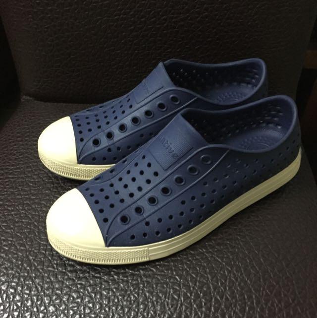 Native深藍奶油洞洞鞋 24