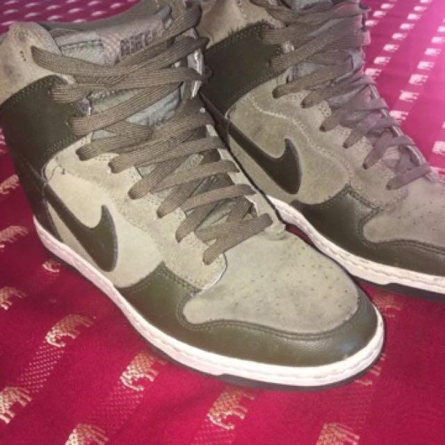 Nike kaki Size 9.5 (41)