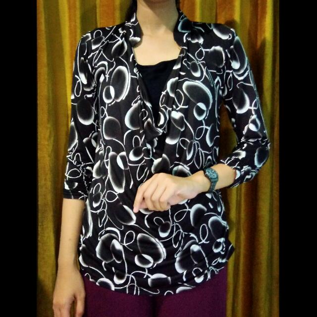 Pattern drapped blouse