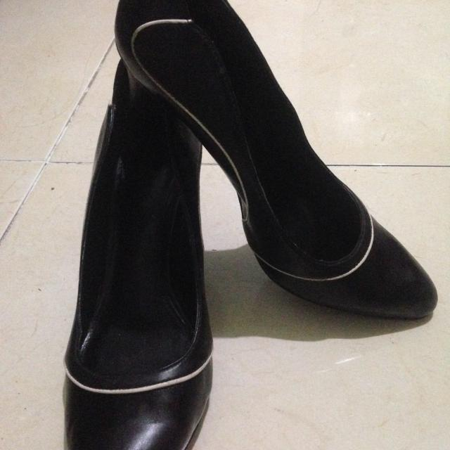 Sale Sepatu Fantovel CHARLES N KEITH Ori!!200rb! 99% Size 36