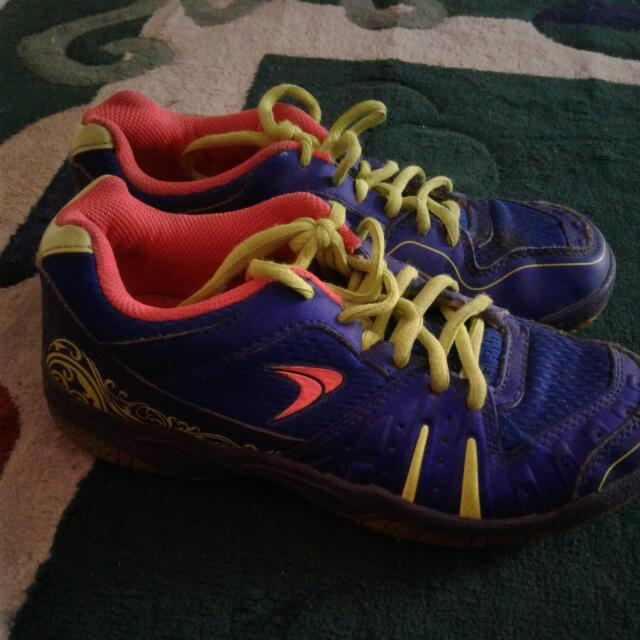 Sepatu Bulutangkis Anak