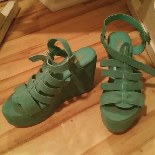 Size 6, Turquoise Suede Wedges