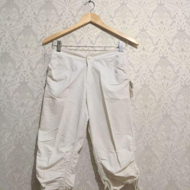 White Casual Pants / Celana Lutut Kain Putih
