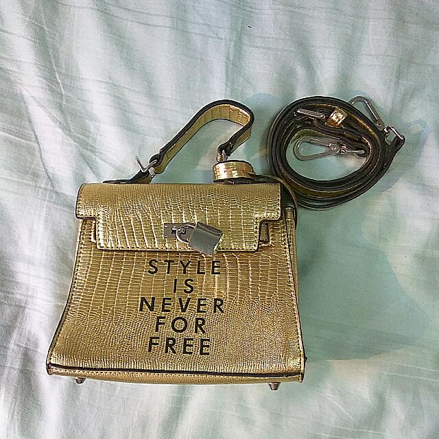 (WITH KEY) STYLE IS NEVER FOR FREE GOLD HANDBAG CLUTCH WITH STRAPS