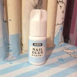 Nail Glue, 2 Fake Nails