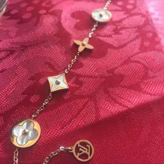 inspired bracelet Rose gold, pearl, moon stone, LV