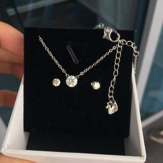 "(reduced!) Preloved Swarovski ""diamond"" Set"