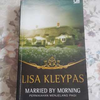 Novel Lisa Kleypas - Married By Morning