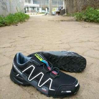 sepatu salomon