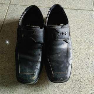 Sepatu Mont Blank