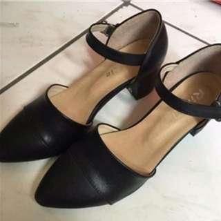 馬珍鞋粗跟 黑色