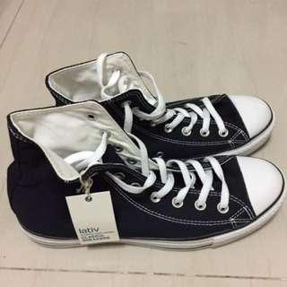 Lativ 黑色高筒帆布鞋