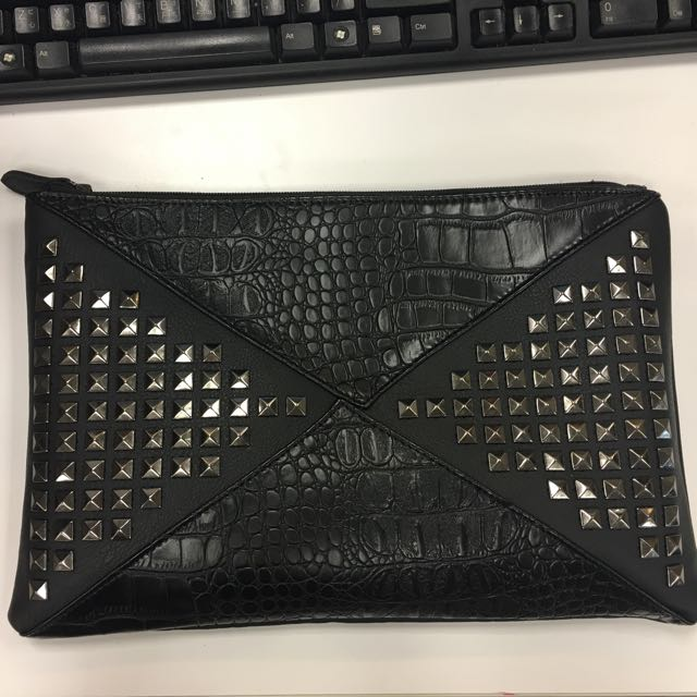 正韓 卯釘鱷魚紋手拿包