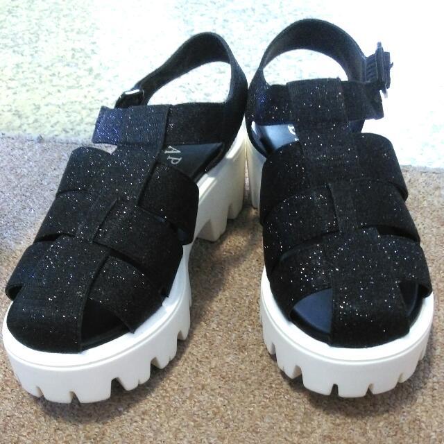 免運👉 達芙妮 黑色個性涼鞋