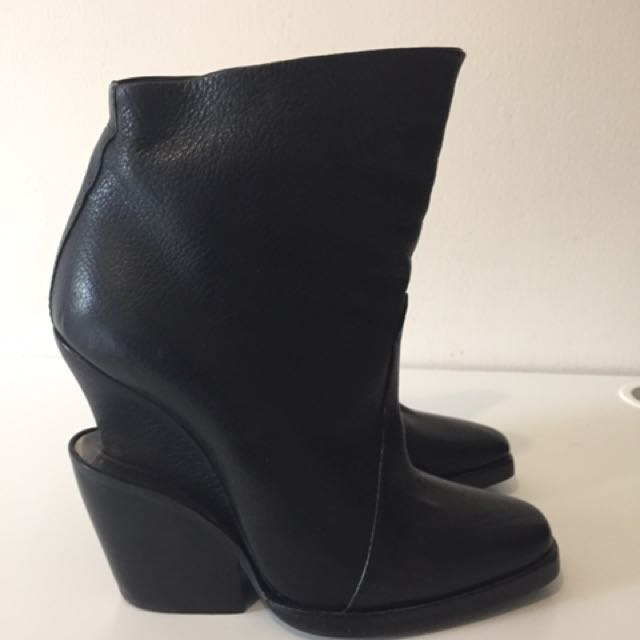 Black Leather Boots / High Heel / Theyskens' Theory 36