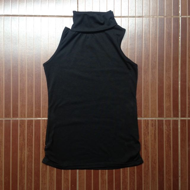 Black Sleeveless Turtle Neck