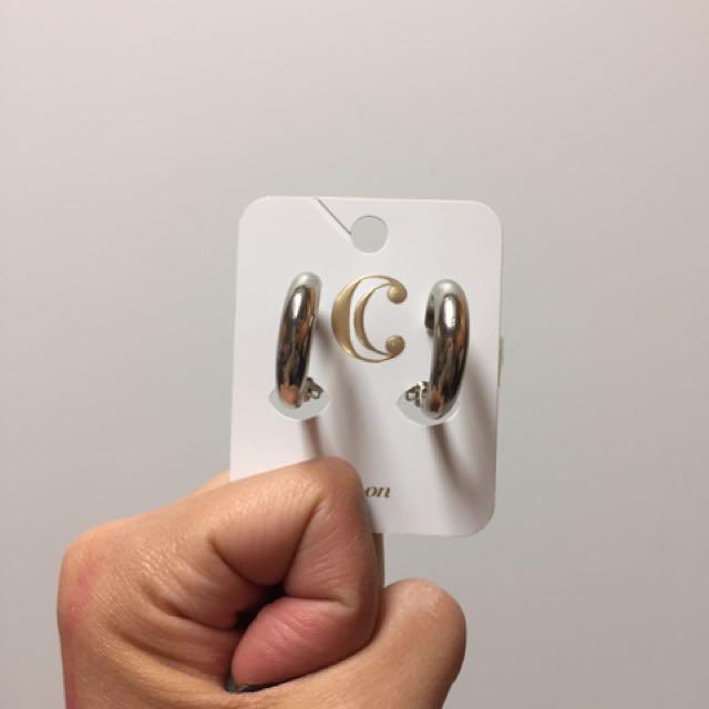 Charlie's 扣式耳環
