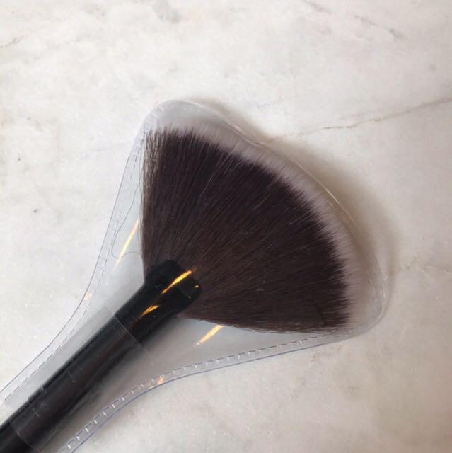 Fan Shape Makeup Cosmetic Brush