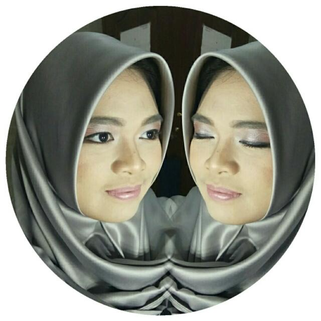 Makeup Artist Make Up Wisuda