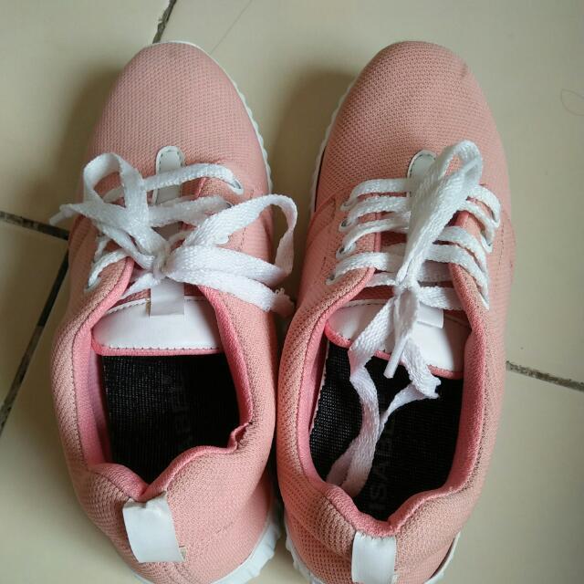 Sepatu Peach Sport