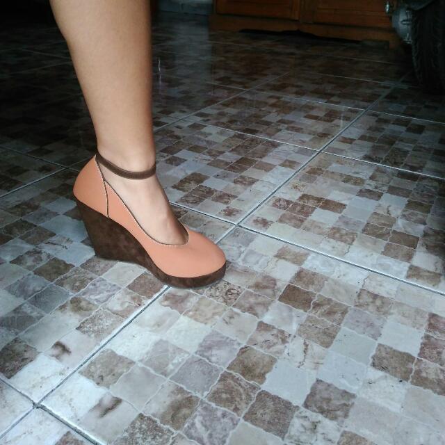 c8c27a43aa61 Sepatu Wedges Elizabeth