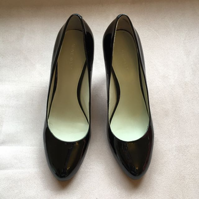 Size 7 Black Patent Leather Heels