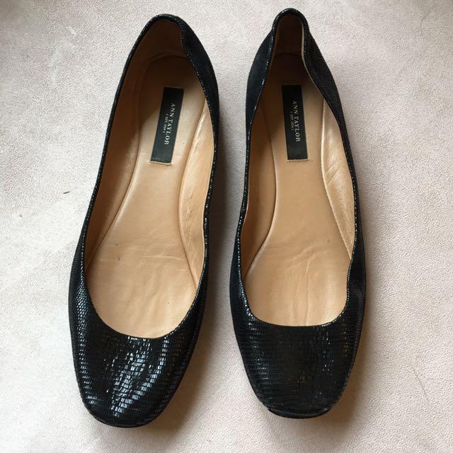 Size 7M Anne Taylor Black Ballet Flats