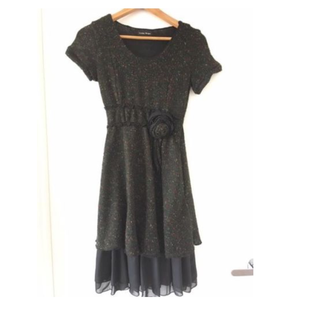 SIZE 8-10 - BLACK AND MULTICOLOUR STITCHING KNITTED DRESS WITH ROSE DETAIL