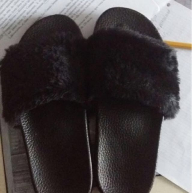 #thecafe Black Fur Slippers