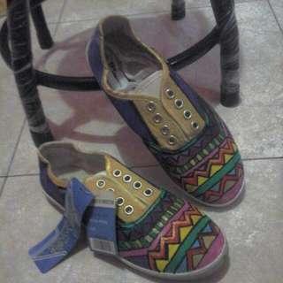 sepatu lukis tribal
