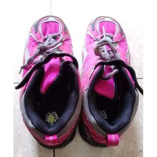 正品大童New Balance登山鞋