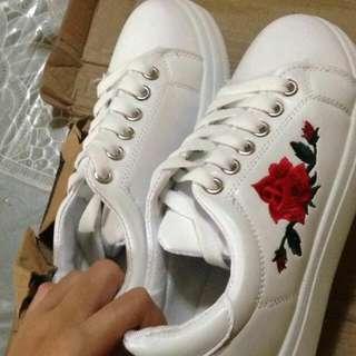 Embroidery Flower Platform Shoe