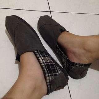 Sepatu Wakaii Grey