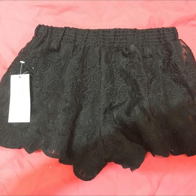 蕾絲 內搭 短褲 黑 米白 寬褲口