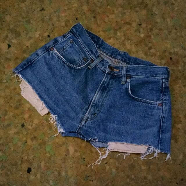 Distressed Highwaist Shorts