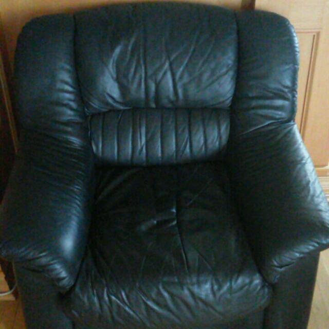 Leather Couches FOR SALE!!! MUST GO BY 19TH OF MAY!!!!