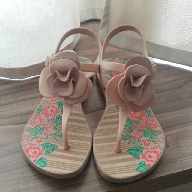Sepatu Sendal Bunga