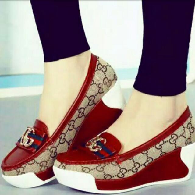 Sepatu Slip On Gucci Merah Maroon on Carousell e789f3a567