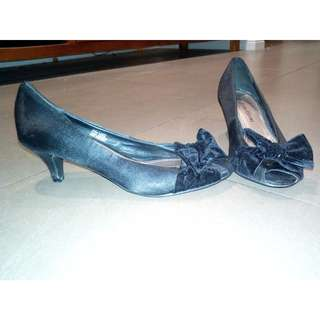 Black Short Heels with Bow Size 7