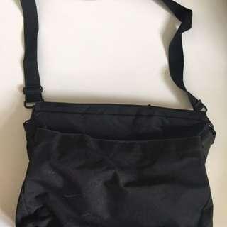BLACK MESSENGER LAPTOP BAG